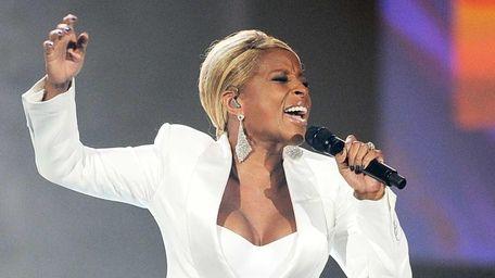 Singer Mary J. Blige performs on Nov. 20,