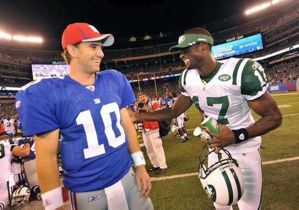 Eli Manning and Plaxico Burress laugh together at
