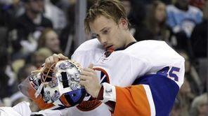 New York Islanders goalie Anders Nilsson adjusts his