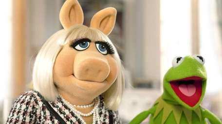 Miss Piggy and Kermit reunite in 'The Muppets'.