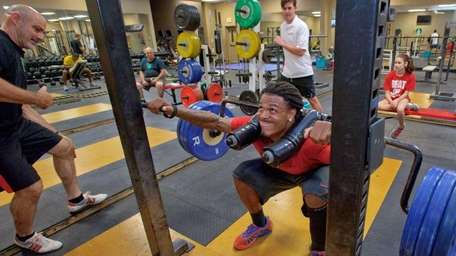 Chad Jones squats 325 pounds at Final Fitness