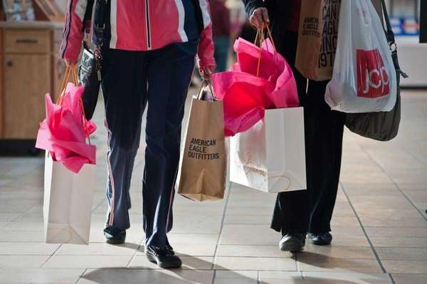Shoppers flock to Roosevelt Field in East Garden