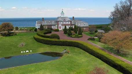 This house in Nissequogue is on the market