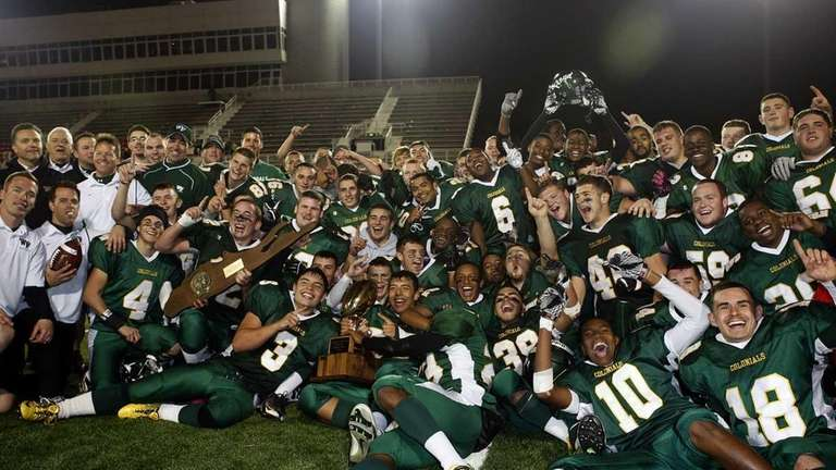 The Floyd football team celebrates their Class I