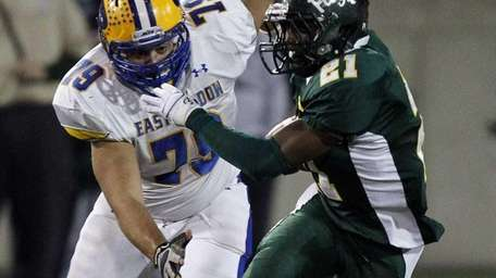 Floyd running back Stacey Bedell breaks away from