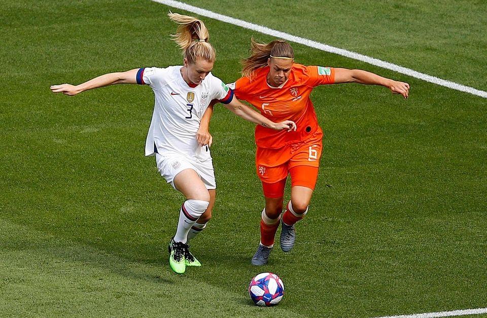 United States' Samantha Mewis , left, and Netherlands'
