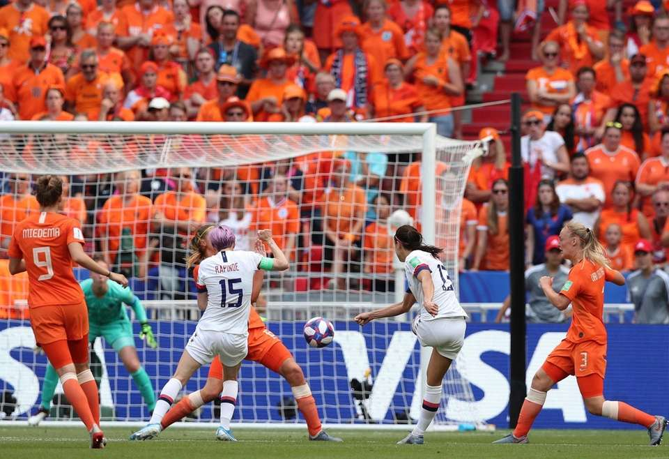 United States' Alex Morgan, 2nd right, attempts a
