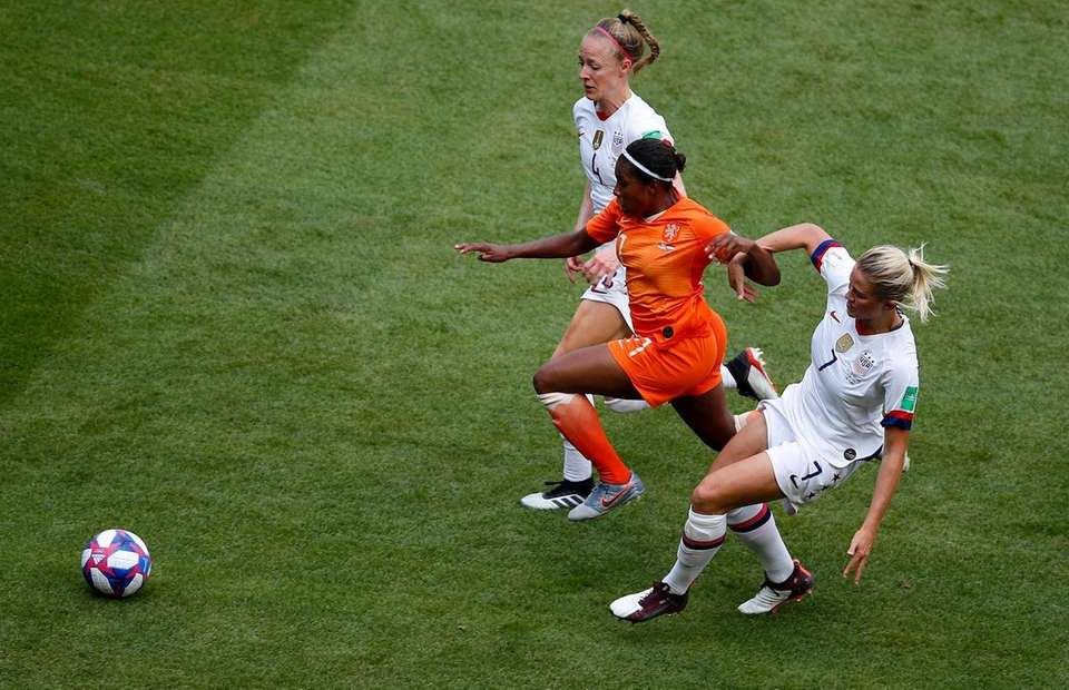 Netherlands' Lineth Beerensteyn, centre, is fouled during the