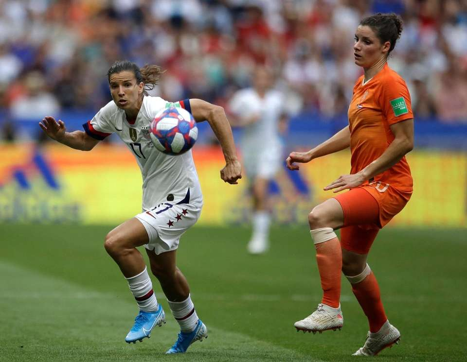 Netherlands' Dominique Bloodworth, right, challenges United States' Tobin