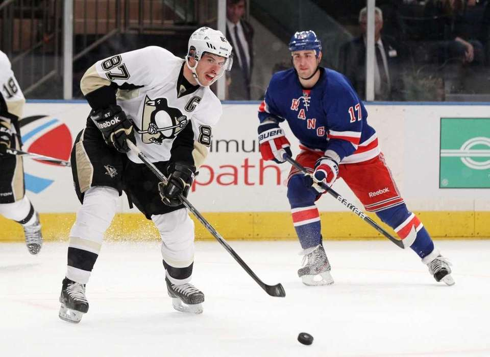 Sidney Crosby of the Pittsburgh Penguins passes the