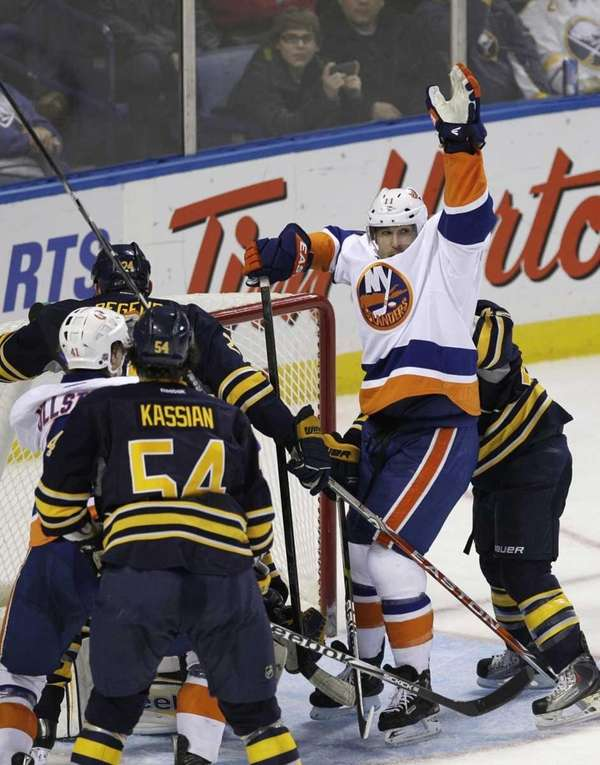 New York Islanders' Brian Rolston (11) celebrates his