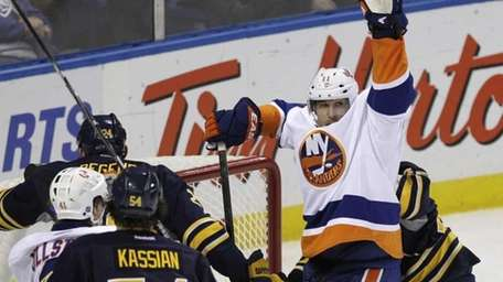 New York Islanders' Brian Rolston (11) celebrates his