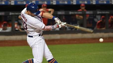 Mets first baseman Pete Alonso singles against the