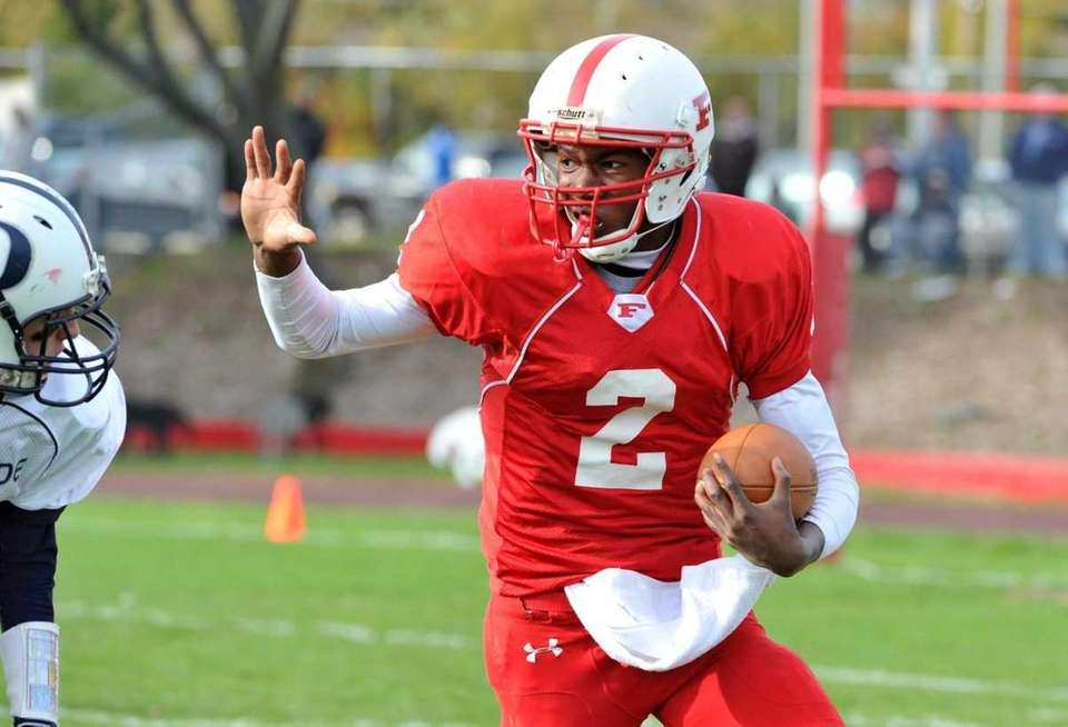 Freeport Red Devils quarterback Isaiah Barnes runs with