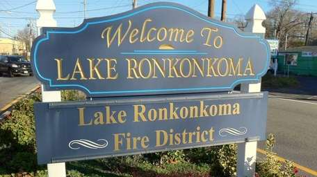 A sign welcome visitors to Lake Ronkonkoma. (Dec.