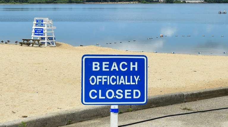 4 Suffolk beaches closed due to bacteria, officials say