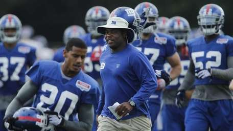 New York Giants defensive coordinator Perry Fewell during