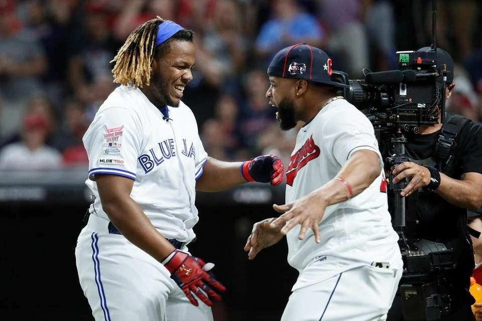 Vladimir Guerrero Jr., left, of the Toronto Blue