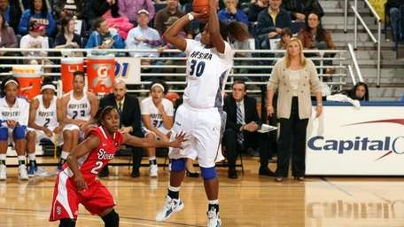 Hofstra women's basketball player Shante Evans against St.