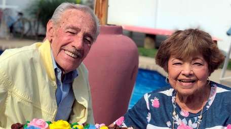 Bob and Audrey Goldsmith of Lindenhurst celebrated their
