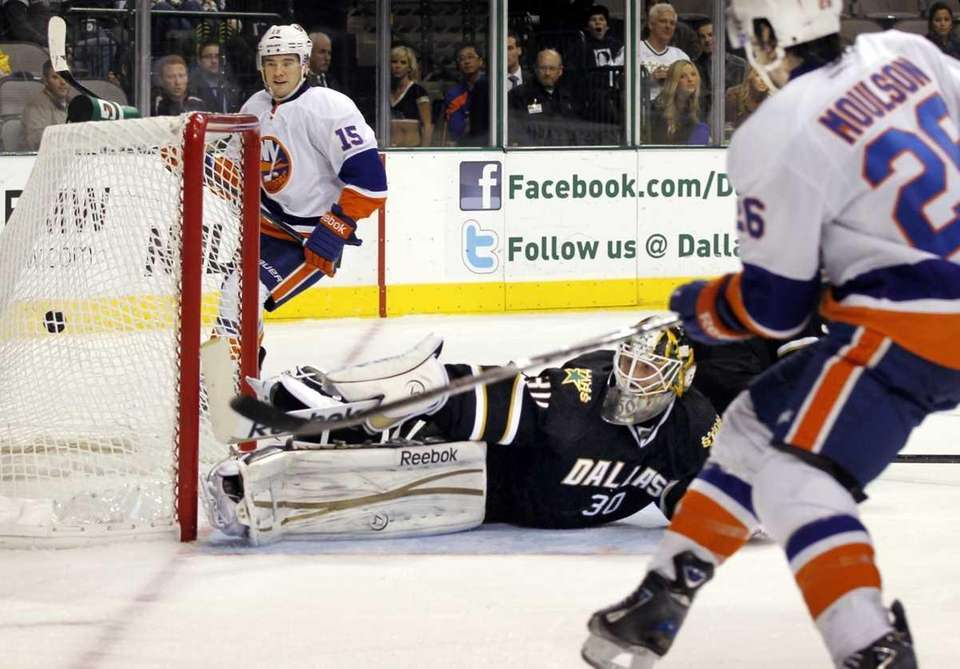New York Islanders left wing Matt Moulson (26),