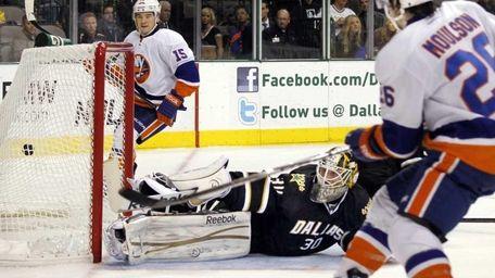 New York Islanders left wing Matt Moulson (26),