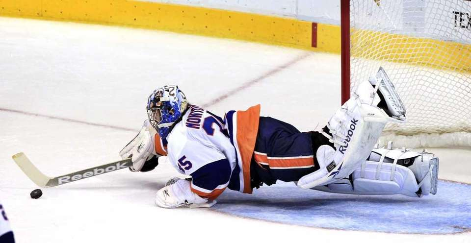 New York Islanders goalie Al Montoya (35) dives