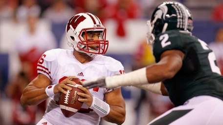 Russell Wilson #16 of the Wisconsin Badgers looks