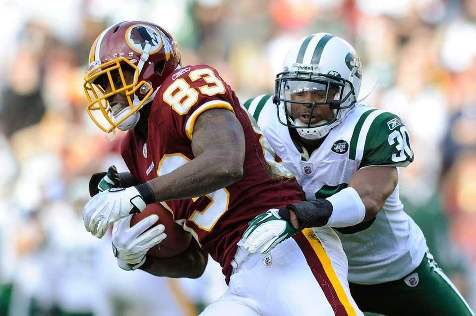 Fred Davis of the Washington Redskins breaks a