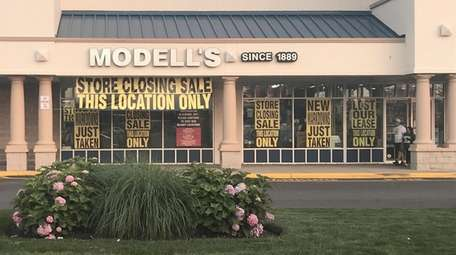 The Modell's Sporting Goods in Airport Plaza in