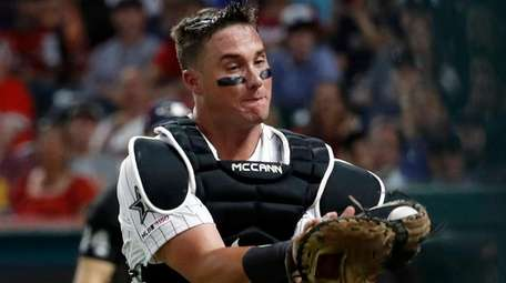 James McCann of the White Sox catches pop