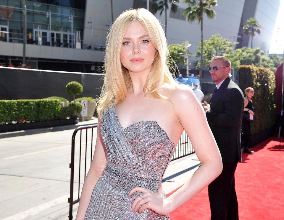 Elle Fanning arrives at the ESPY Awards on