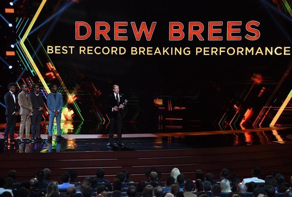 New Orleans Saints quarterback Drew Brees accepts the