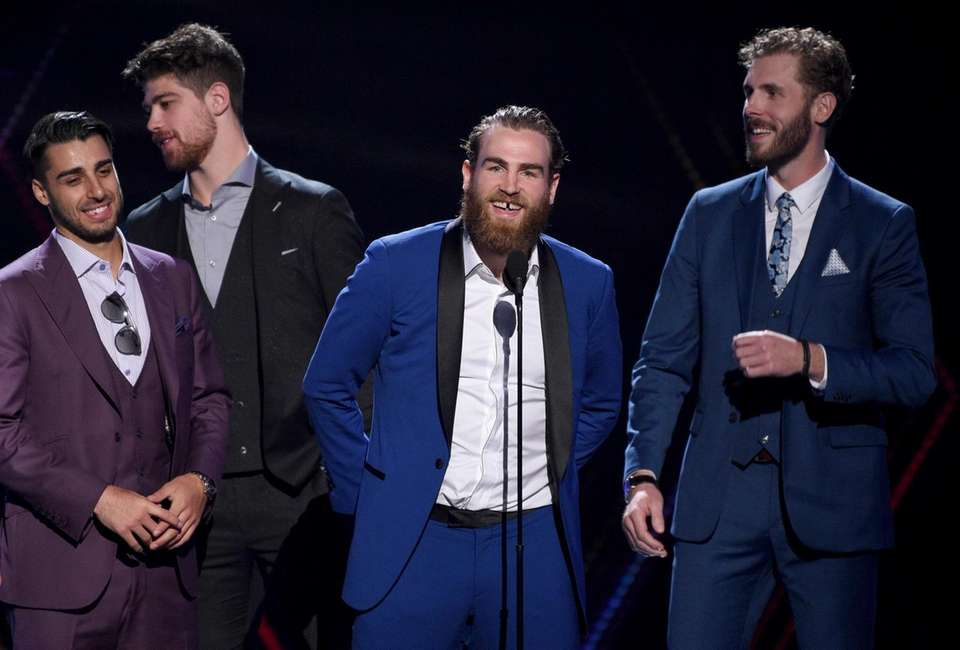 Ryan O'Reilly, center, and members of the St.