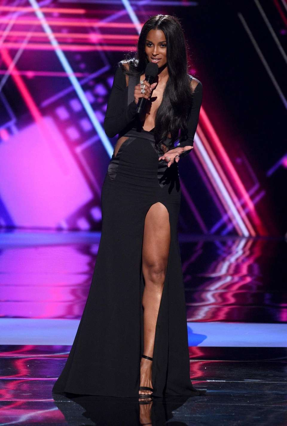 Ciara introduces a performance by DeAndre at the