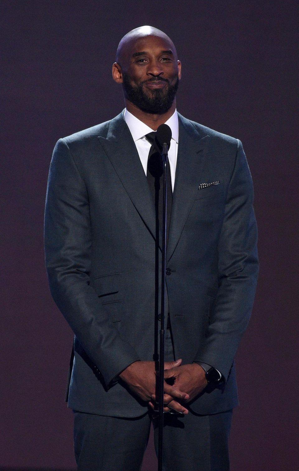 Kobe Bryant present the Arthur Ashe award for