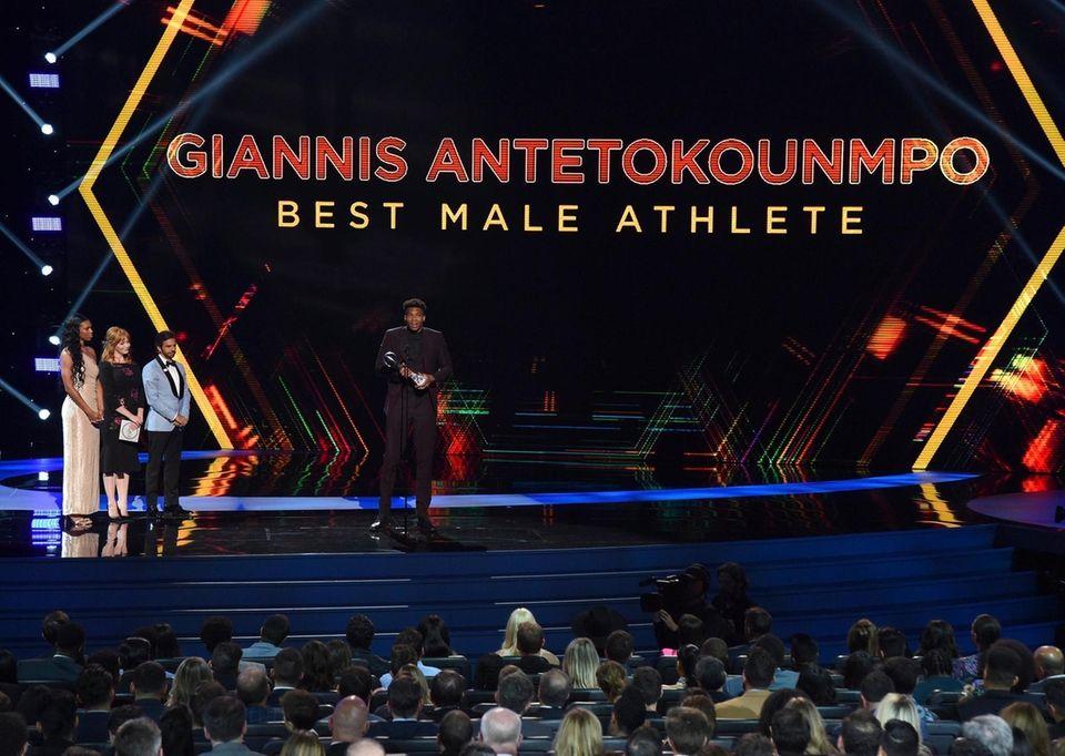 The Milwaukee Bucks' Giannis Antetokounmpo accepts the award