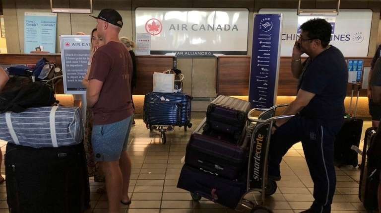 Passengers from an Australia-bound Air Canada flight diverted