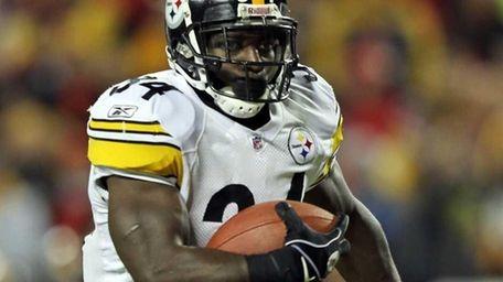 Rashard Mendenhall #34 of the Pittsburgh Steelers carries