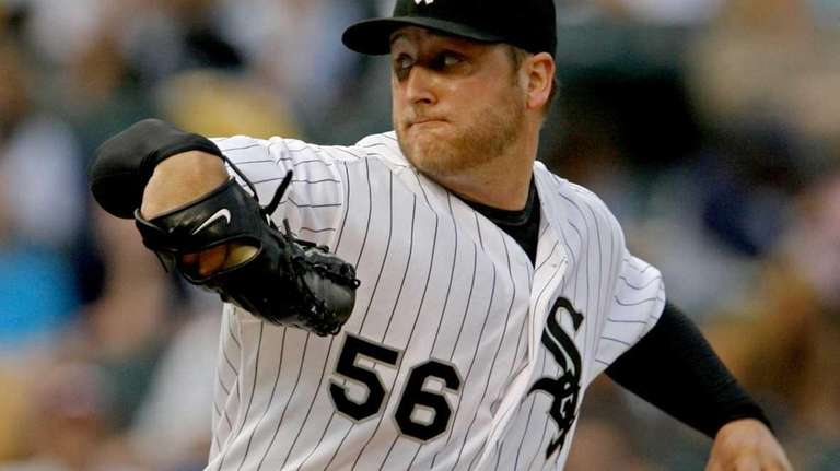 Chicago White Sox starting pitcher Mark Buehrle pitches
