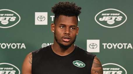 Jets tight end Chris Herndon answers questions from