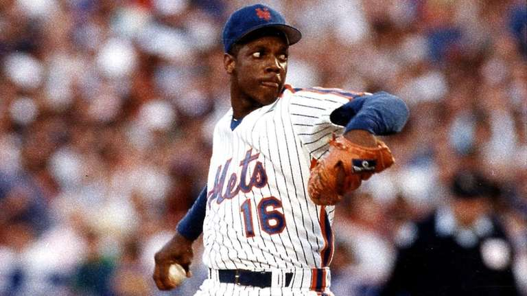Mets pitcher Dwight Gooden throws at Shea Stadium