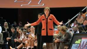 Tennessee head coach Pat Summitt reacts to a