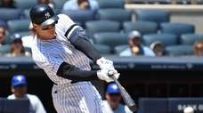 New York Yankees right fielder Aaron Judge singles