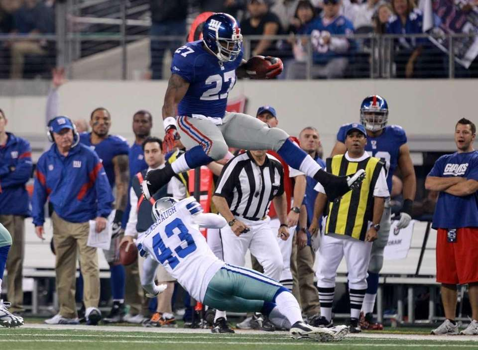 Running back Brandon Jacobs of the New York