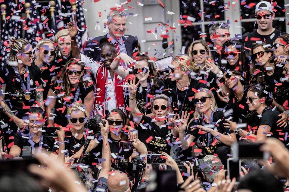 The U.S. women's soccer team, Megan Rapinoe center,