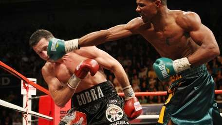 Andre Dirrell throws a punch against Carl Froch.