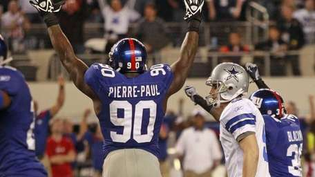 New York Giants defensive end Jason Pierre-Paul celebrates