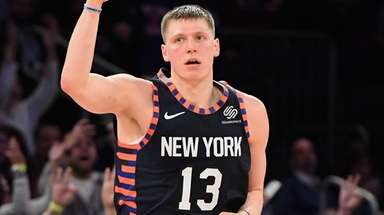Knicks forward Henry Ellenson reacts after he sinks