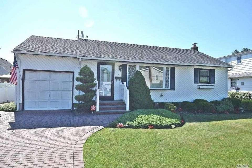 This Farmingdale ranch includes three bedrooms and one